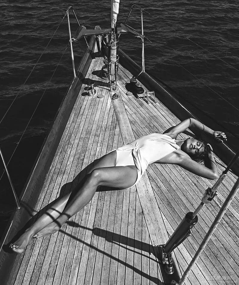 船上她最性感,至少在今夜w4.jpg
