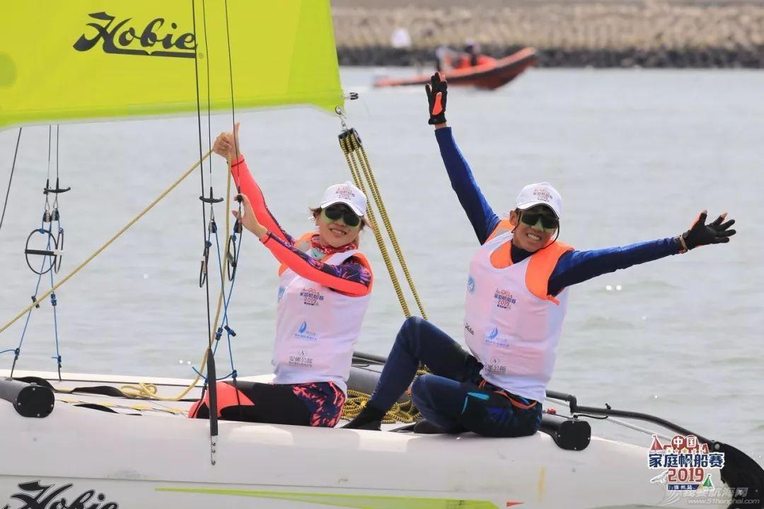 我儿子是舵手,我老婆是缭手,我负责瞭望|中国家庭帆船赛参赛家庭特写w1.jpg