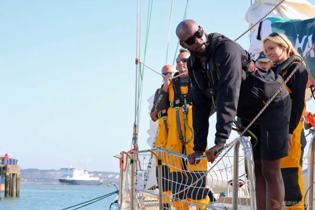 准备就绪、起航在即-克利伯比赛船队从总部出发驶向开赛地伦敦w5.jpg