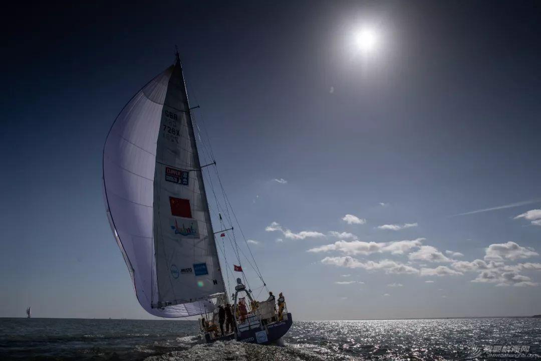赛程1上演各种海况 珠海号总积分排名第四w5.jpg