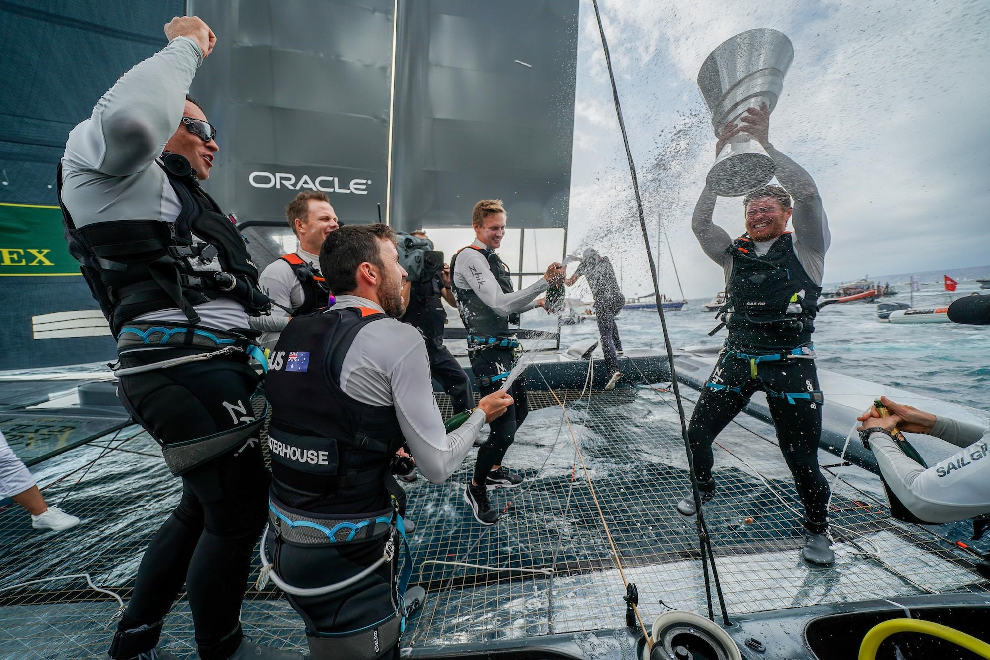 澳大利亚队获得第一赛季总冠军及100万美元奖金.JPG