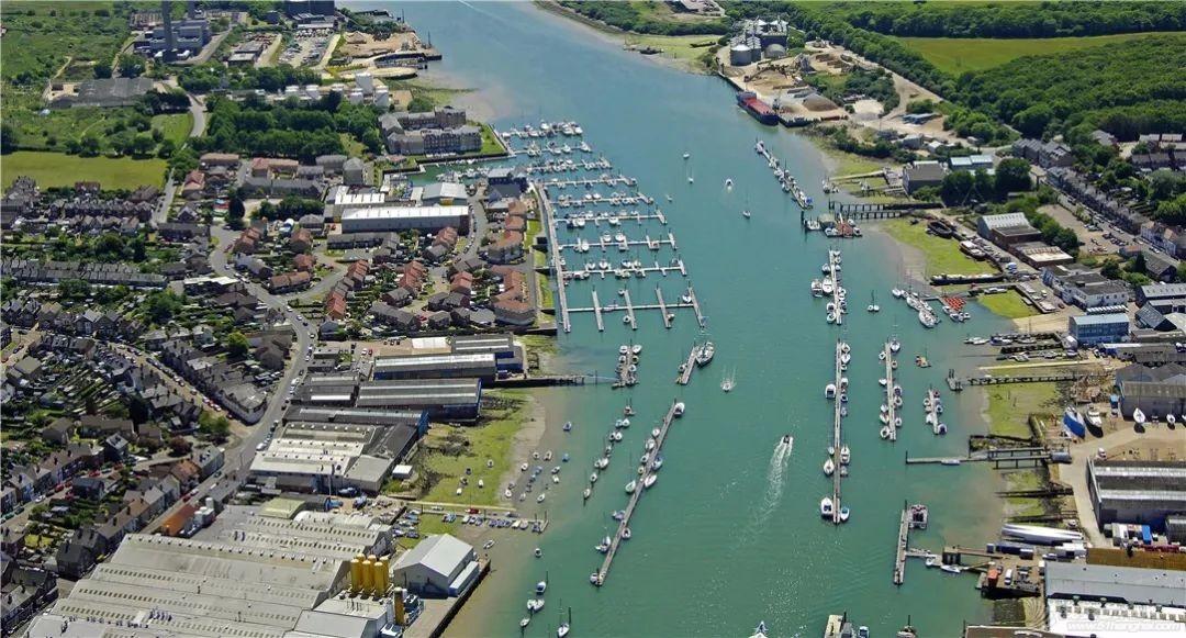 英国游艇码头分布第一篇,航海圣地怀特岛w13.jpg