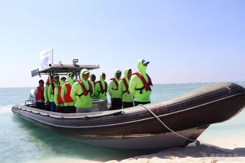 庆祝新中国成立70周年 祖国最南端首支民间水上救援队正式成立w7.jpg