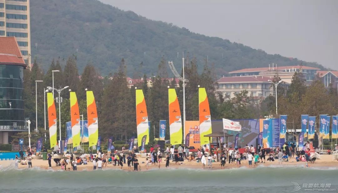 全家共享欢聚一堂,2018中国家庭帆船赛青岛站汇泉湾起航w1.jpg
