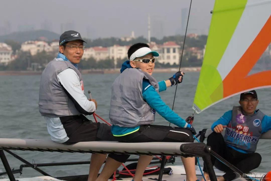 全家共享欢聚一堂,2018中国家庭帆船赛青岛站汇泉湾起航w10.jpg