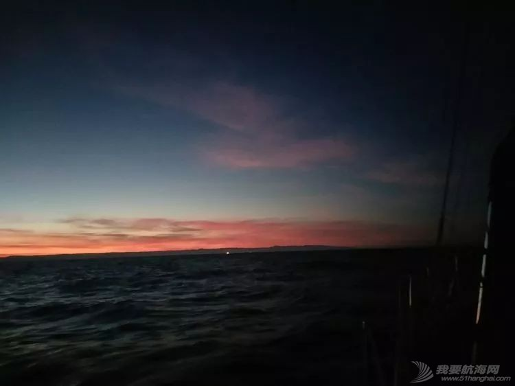 我的航海日记(24)与风竞速的六天六夜w8.jpg