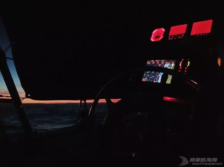 我的航海日记(24)与风竞速的六天六夜w7.jpg