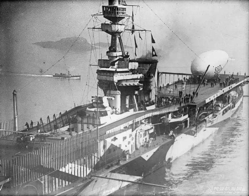 为什么现代航母的舰岛都在右侧?历史上有没有在左侧的?w8.jpg