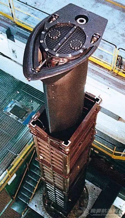水上水下环境中,常规潜艇的柴油机如何进气排气?有几种系统?w4.jpg