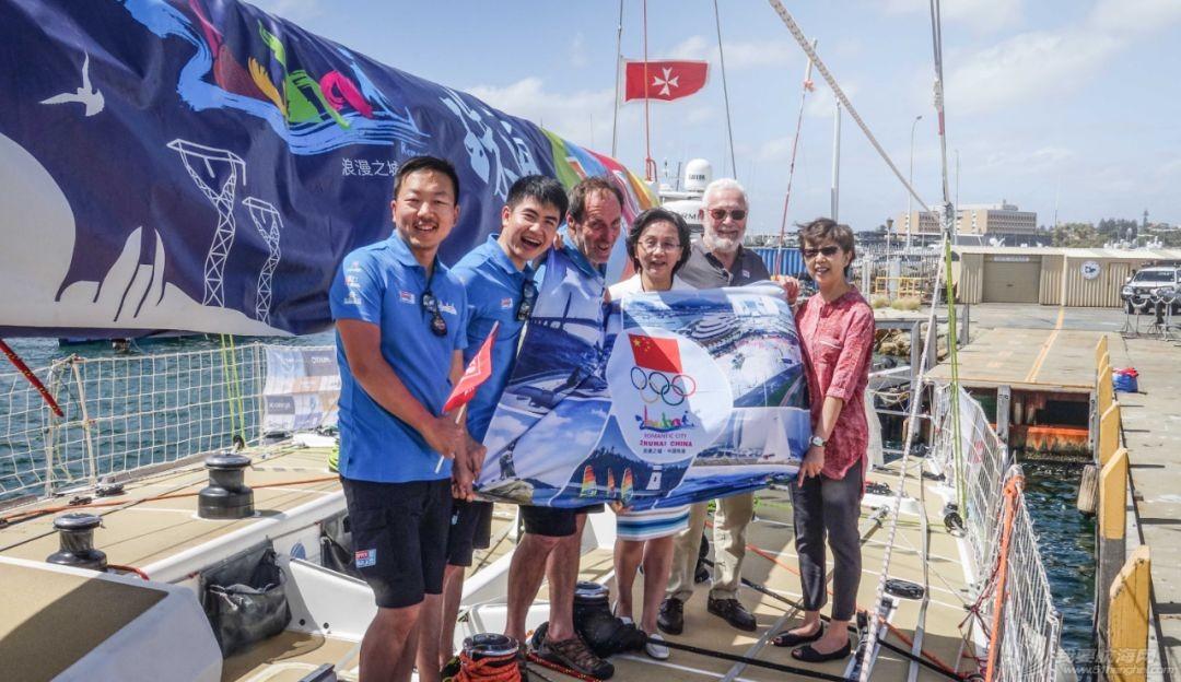 中国驻珀斯总领馆一行来到弗里曼特尔访问克利伯帆船赛w4.jpg