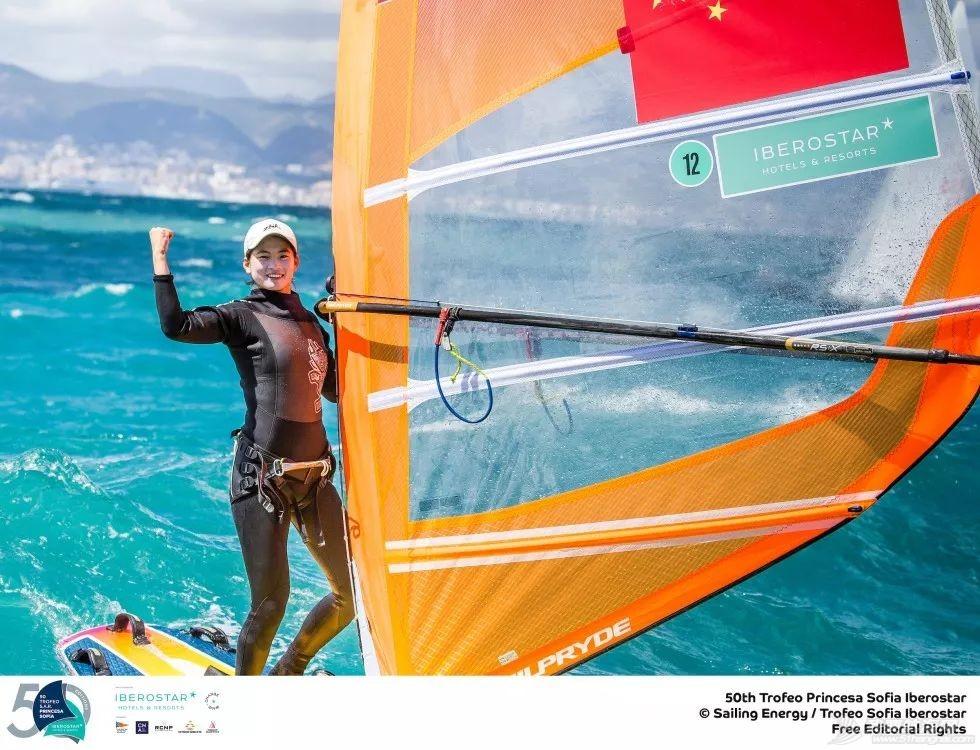 一周帆船资讯   中国选手谭越捧得索菲亚公主帆船赛总分奖杯w8.jpg