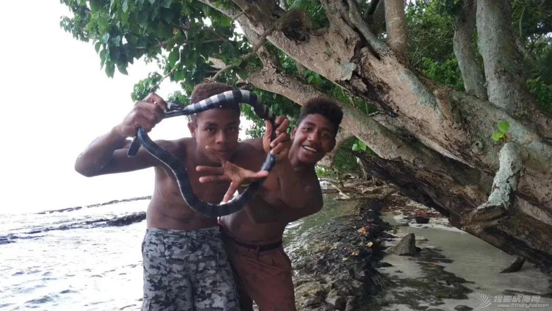巴新奇遇:用两罐啤酒救下一只海龟,还收编了一个岛的兄弟w39.jpg