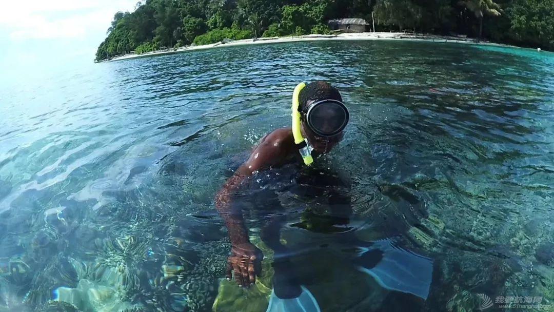 巴新奇遇:用两罐啤酒救下一只海龟,还收编了一个岛的兄弟w45.jpg