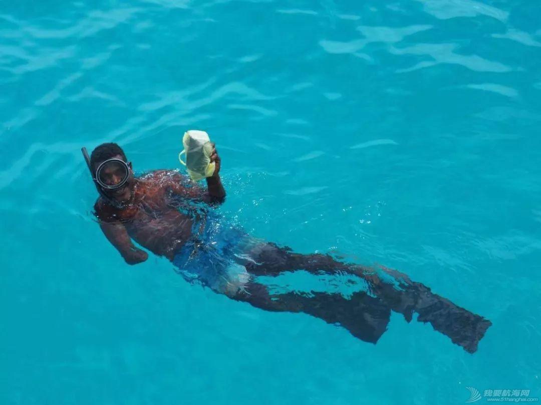 巴新奇遇:用两罐啤酒救下一只海龟,还收编了一个岛的兄弟w50.jpg
