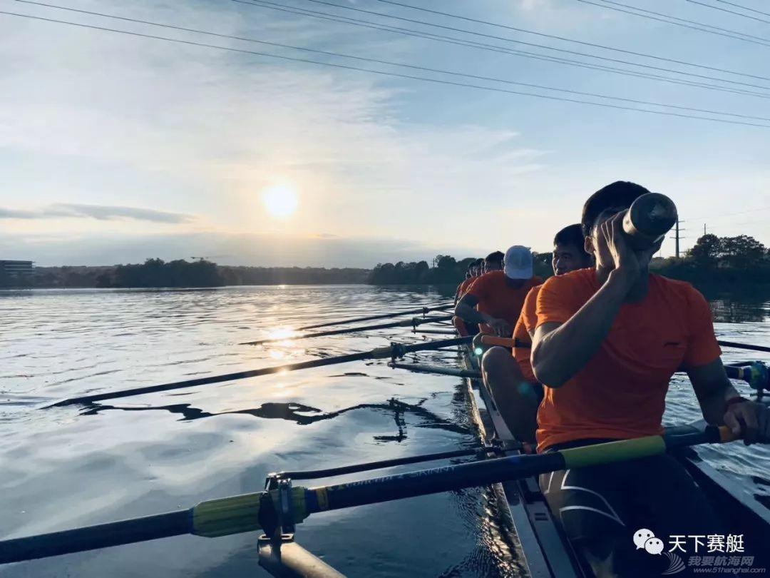 看!中国赛艇队男子八人艇的小哥哥们!w5.jpg