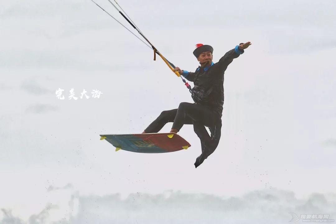 帆船人花式贺新年:首届中国风筝帆板空中飞人装扮赛落幕w12.jpg