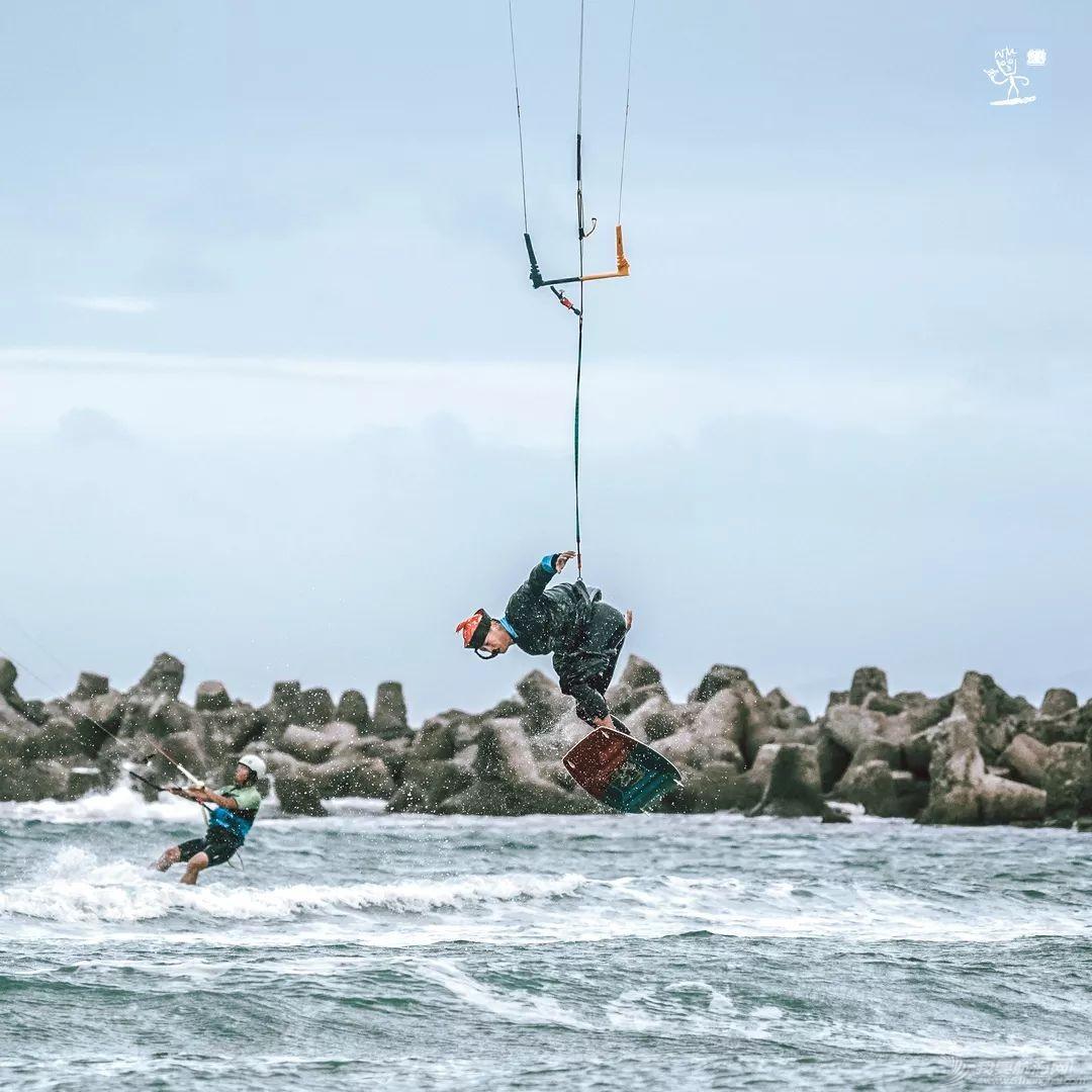 帆船人花式贺新年:首届中国风筝帆板空中飞人装扮赛落幕w11.jpg