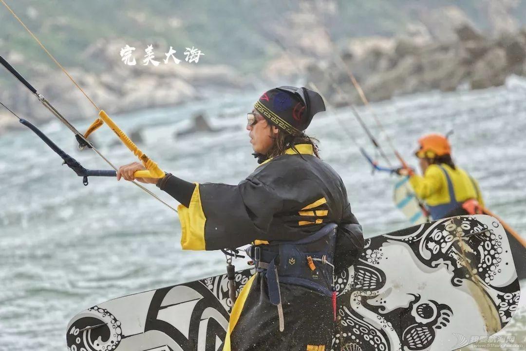 帆船人花式贺新年:首届中国风筝帆板空中飞人装扮赛落幕w13.jpg