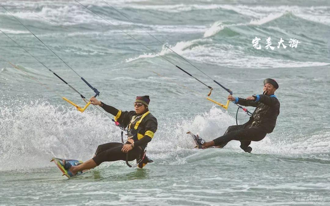 帆船人花式贺新年:首届中国风筝帆板空中飞人装扮赛落幕w16.jpg