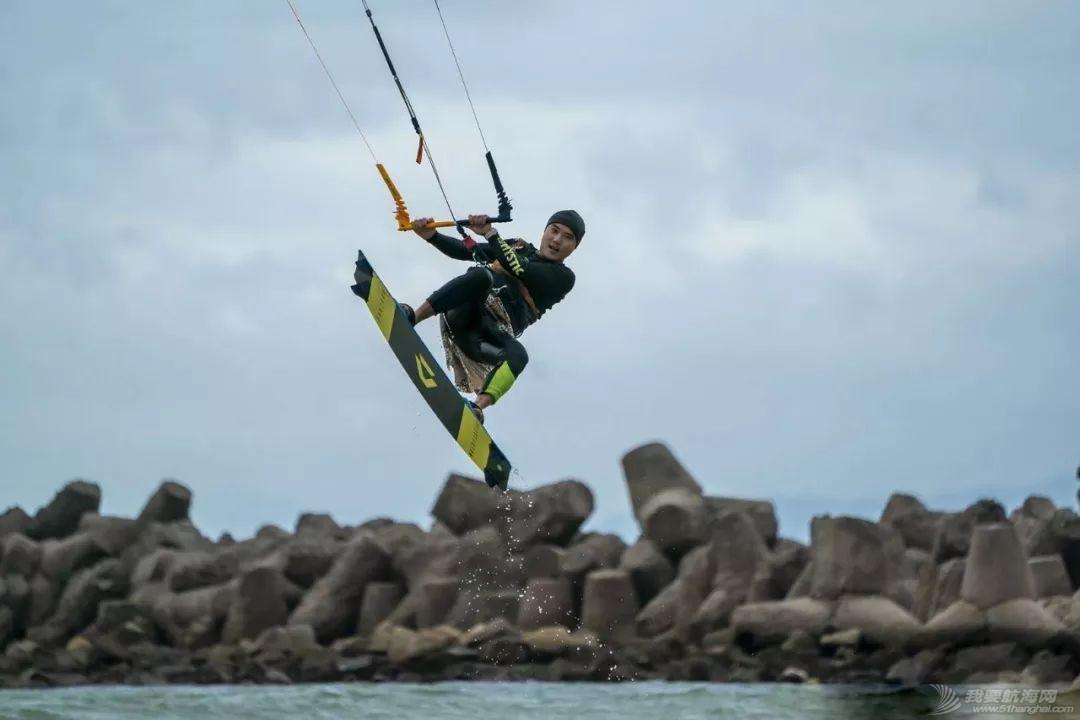 帆船人花式贺新年:首届中国风筝帆板空中飞人装扮赛落幕w17.jpg