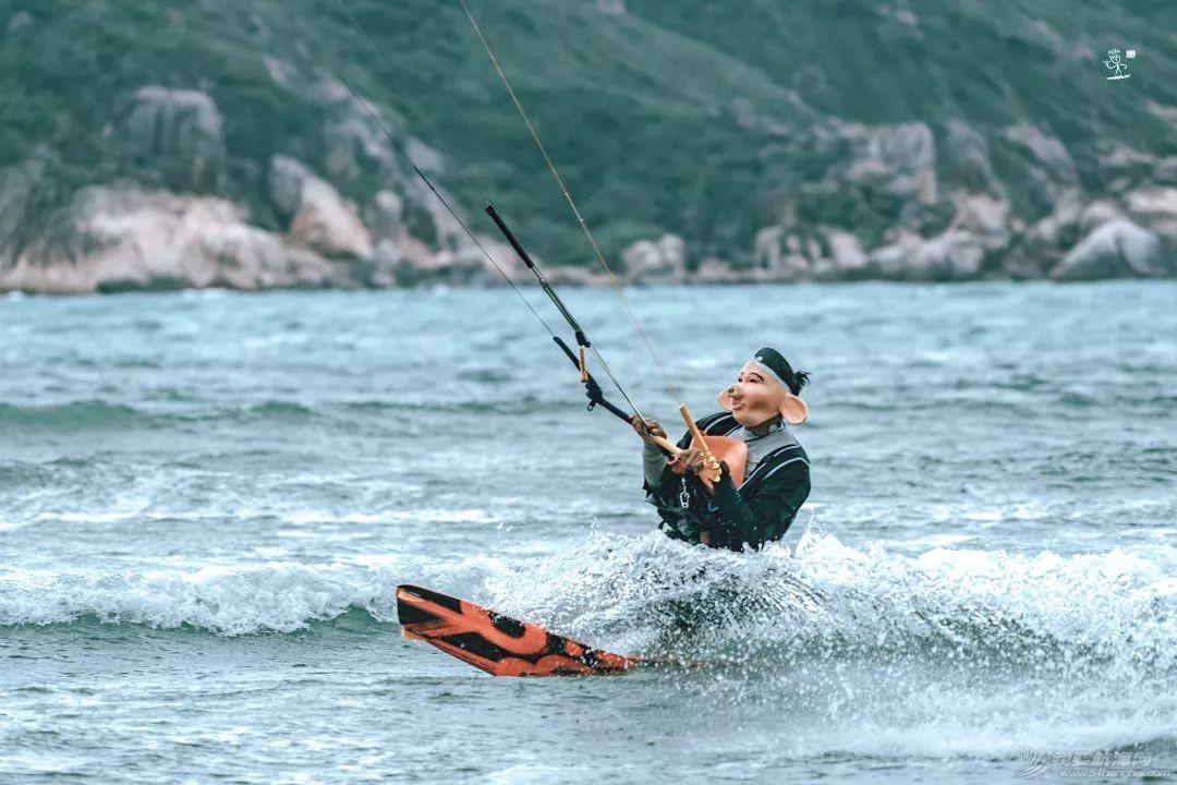 帆船人花式贺新年:首届中国风筝帆板空中飞人装扮赛落幕w20.jpg