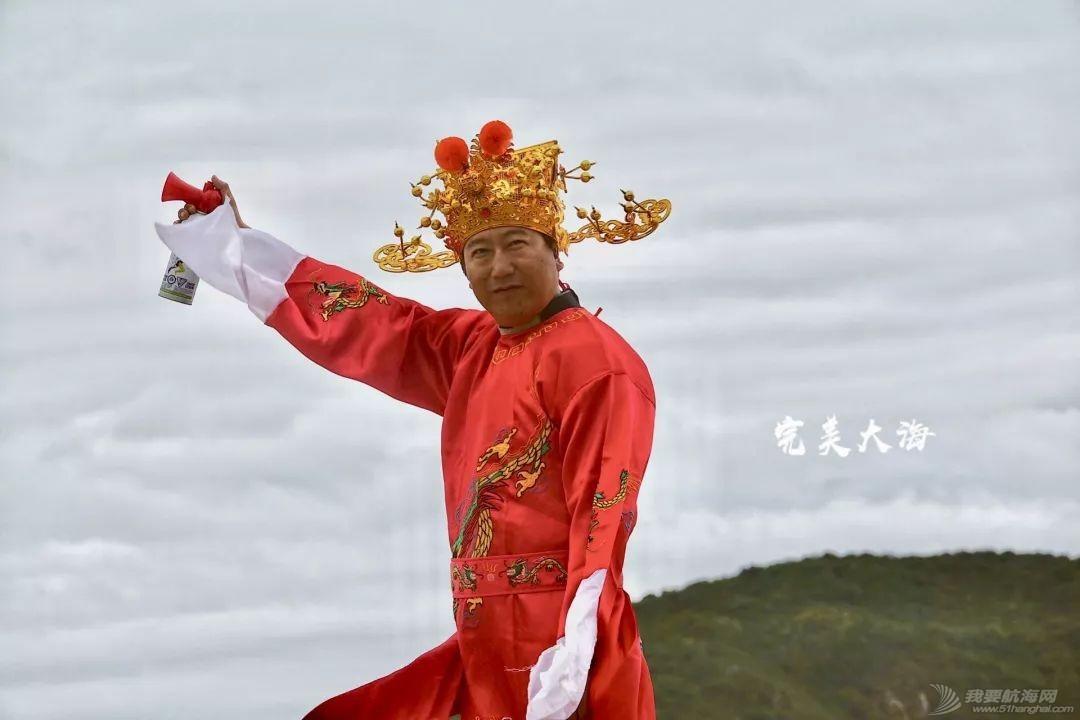 帆船人花式贺新年:首届中国风筝帆板空中飞人装扮赛落幕w21.jpg