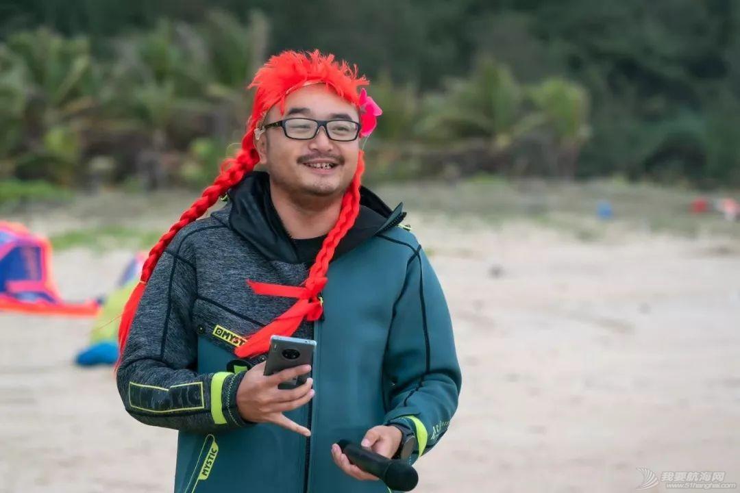 帆船人花式贺新年:首届中国风筝帆板空中飞人装扮赛落幕w32.jpg
