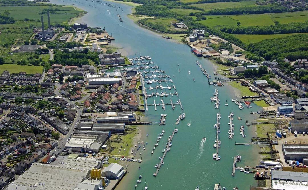 英国游艇码头分布第四十二篇,考斯w5.jpg