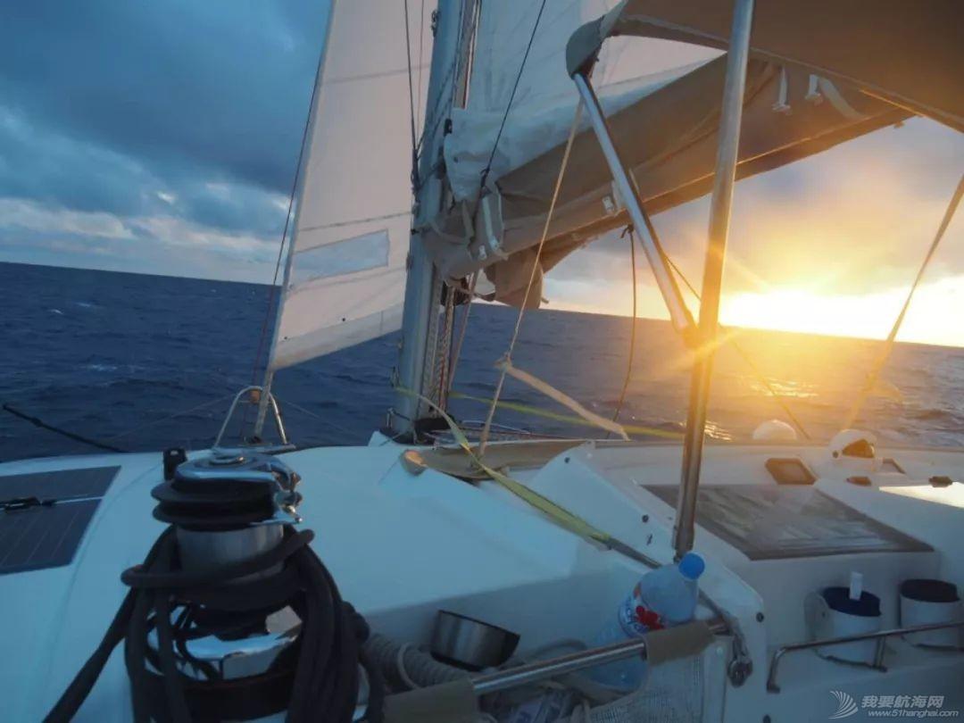梦想号大溪地航行去汤加寻找鲸鱼的踪迹w50.jpg