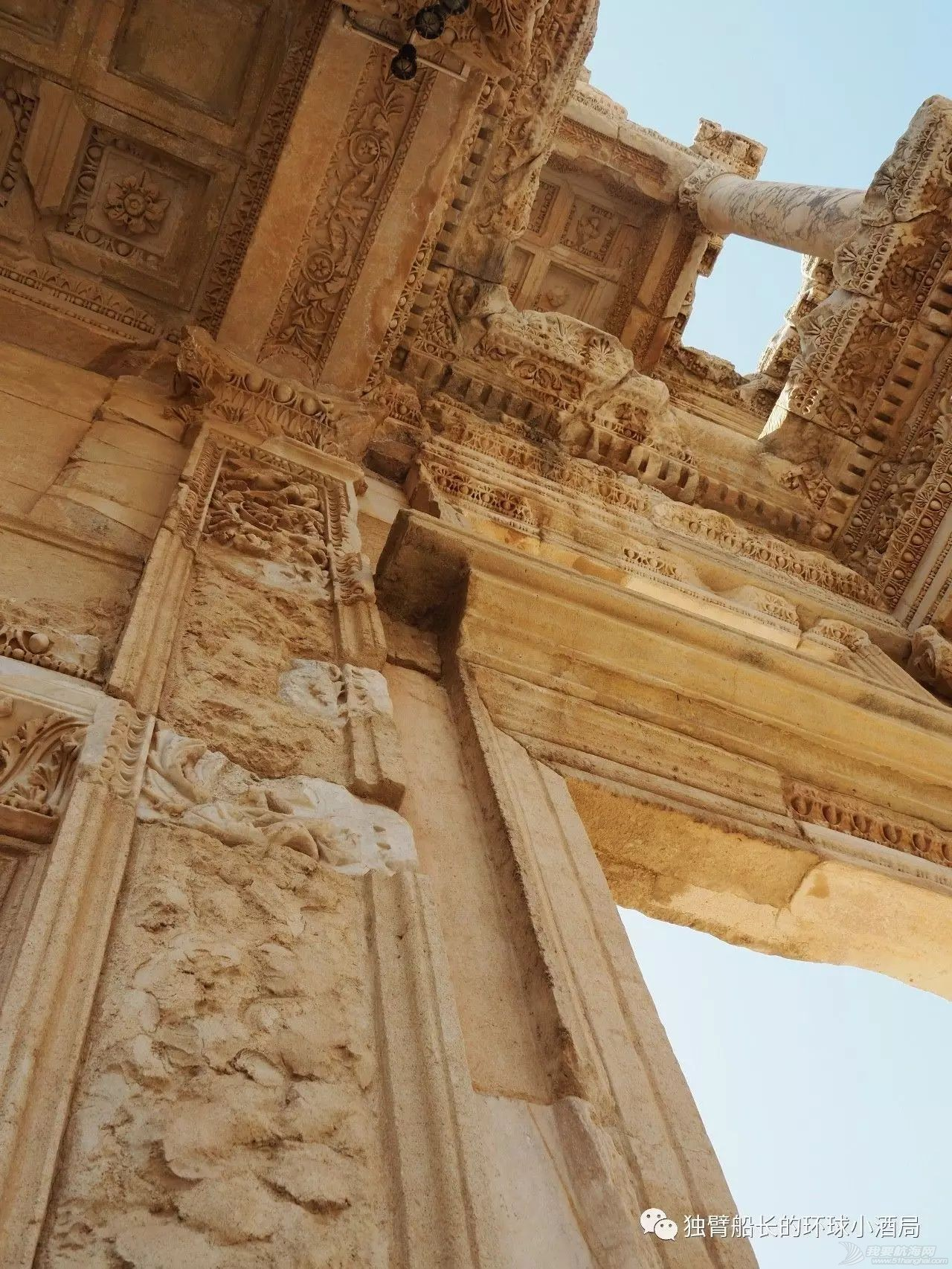 土耳其:挨了一刀的少年,被抬上王座,一群美女围着他跳了三天三夜w11.jpg