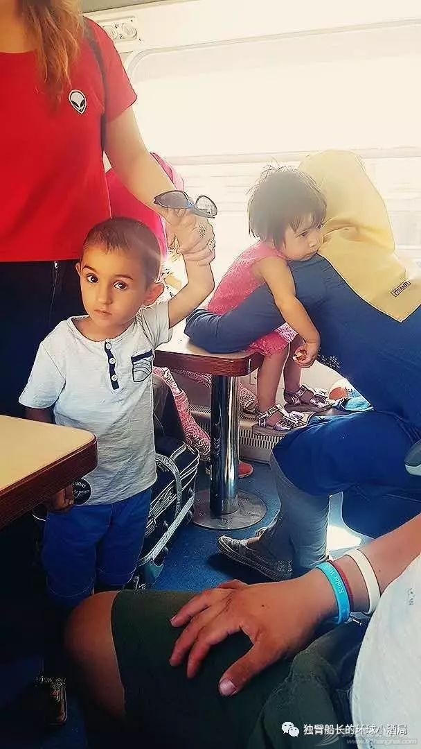 土耳其:挨了一刀的少年,被抬上王座,一群美女围着他跳了三天三夜w20.jpg