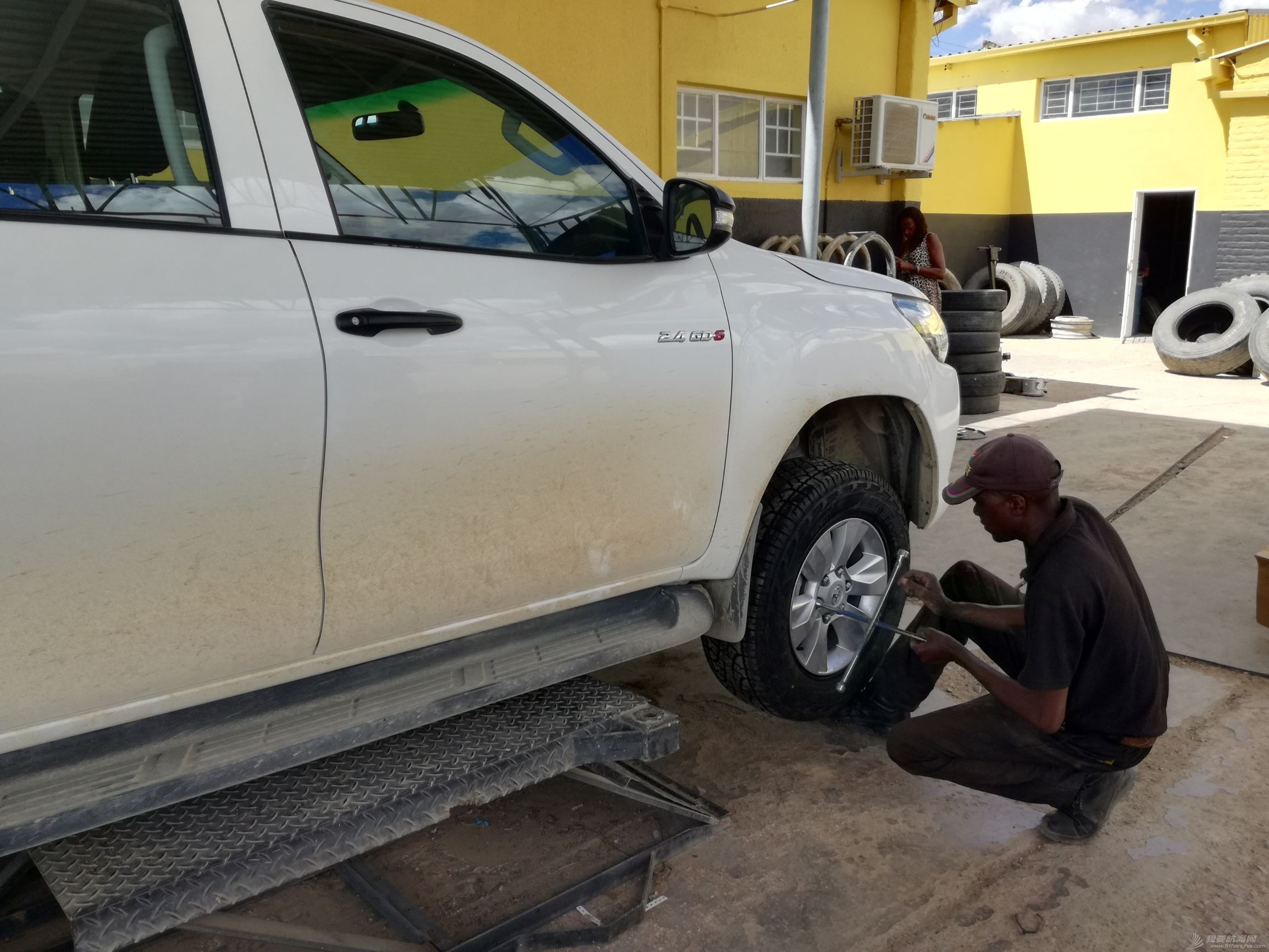 18 changing tyre in town.jpg