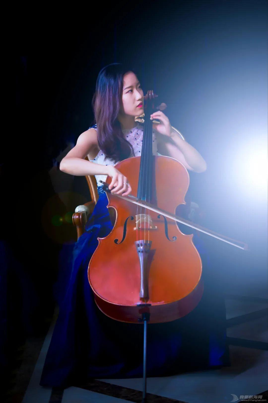 耶鲁大学美女船长、大提琴师:巴赫的夏天w4.jpg