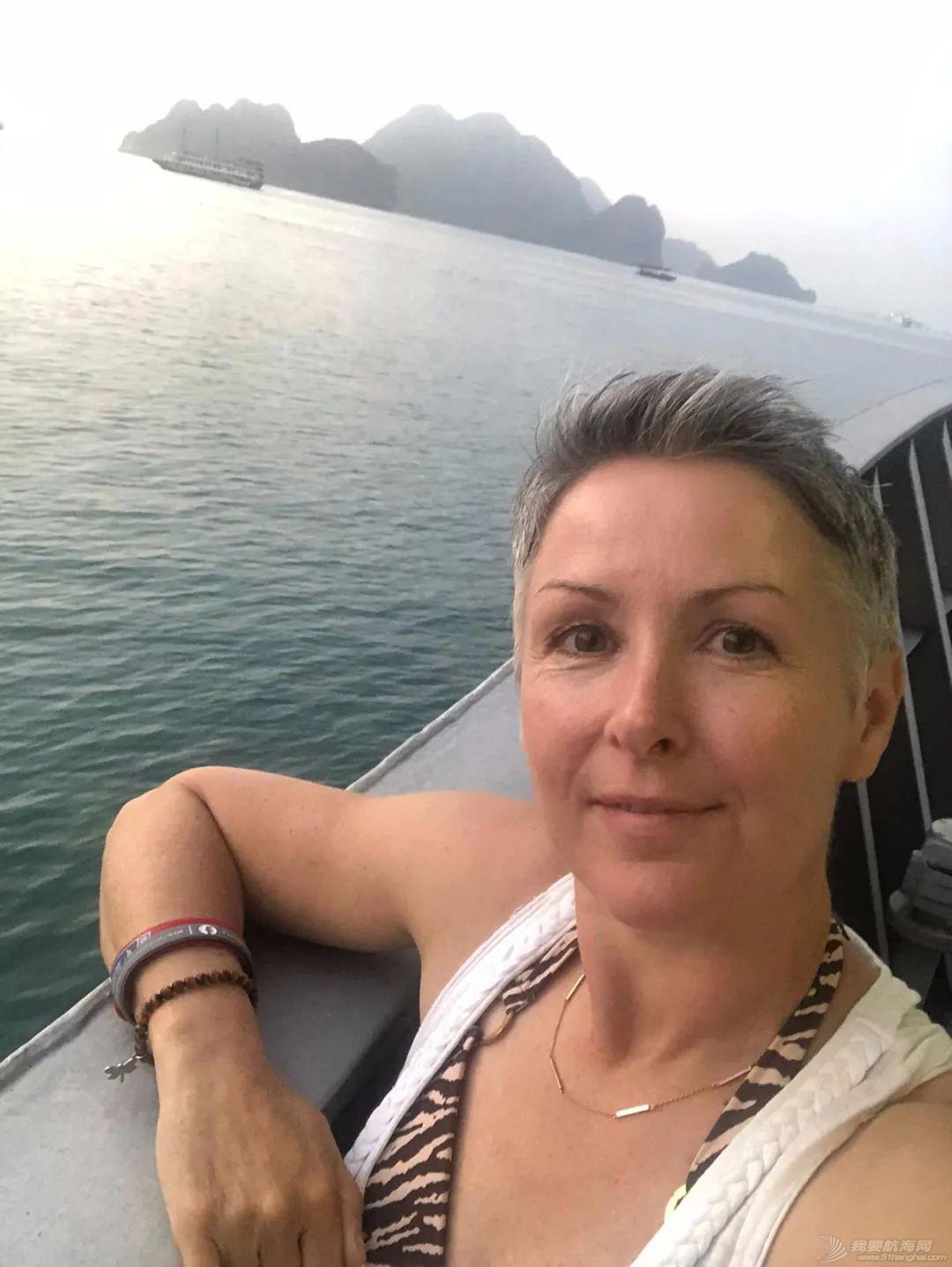 克利伯帆船赛船员畅游越南下龙湾自然古迹w3.jpg