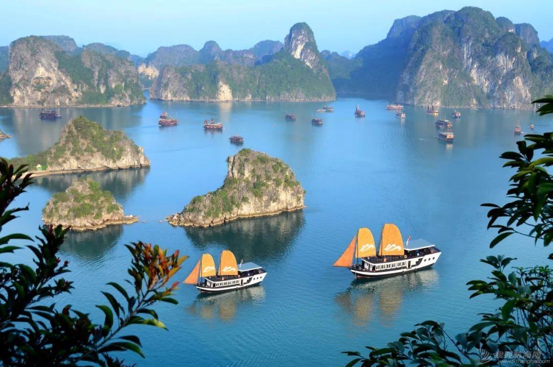 克利伯帆船赛船员畅游越南下龙湾自然古迹w4.jpg