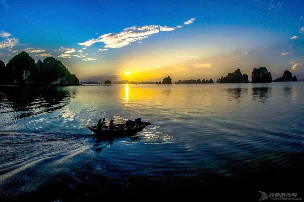 克利伯帆船赛船员畅游越南下龙湾自然古迹w8.jpg