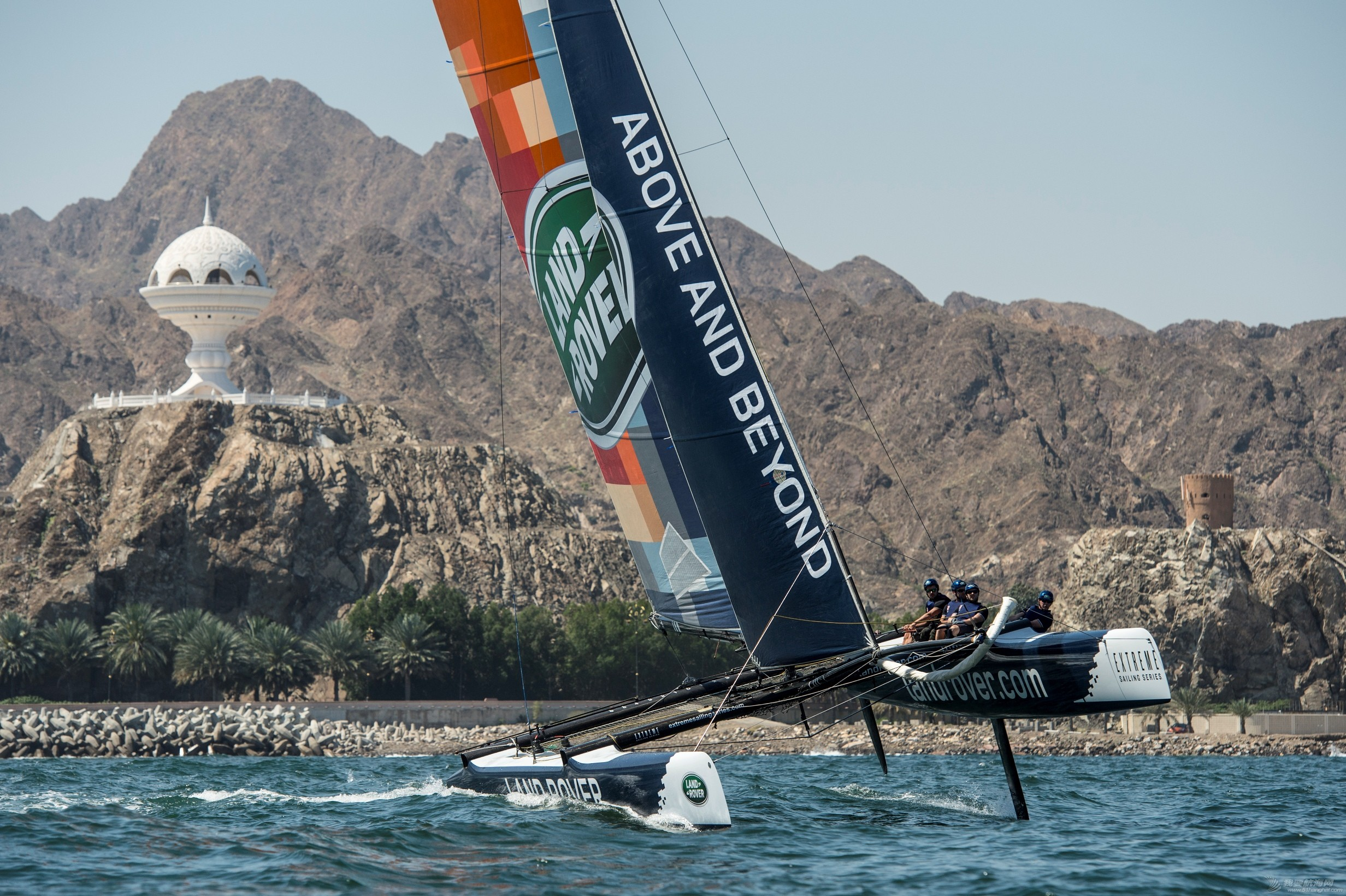 Land_Rover_and_Extreme_Sailing_Series?_enjoy_thrill_of_Stadium_Racing_in_Muscat_.jpg