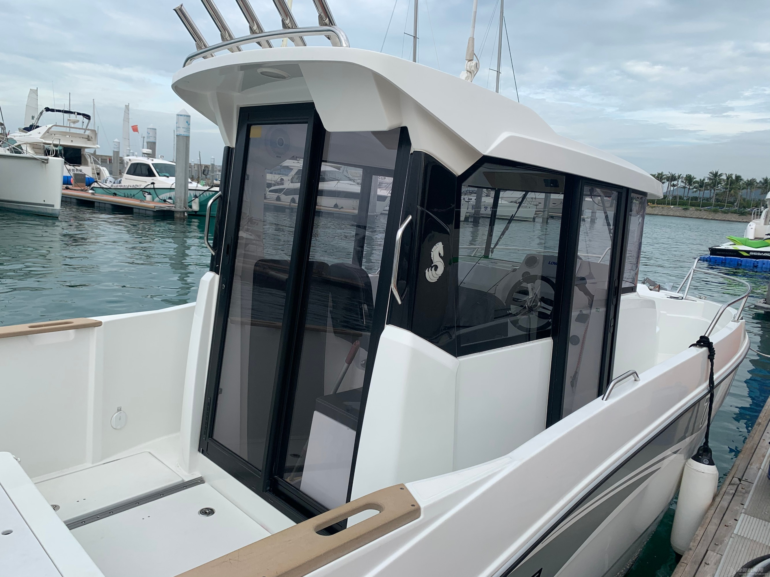 全新2019年法国进口7米钓鱼艇