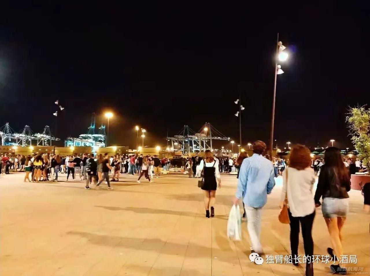 没有女厕所的直布罗陀,午夜我们闯入了几百个少男少女的秘密集会w20.jpg
