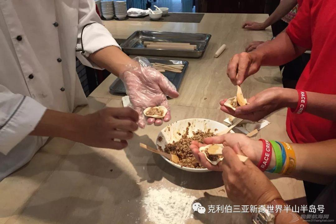 中国饺子征服外国胃!看克利伯船员包饺子w9.jpg