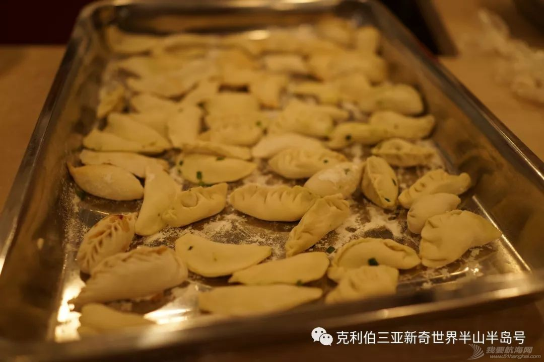 中国饺子征服外国胃!看克利伯船员包饺子w11.jpg