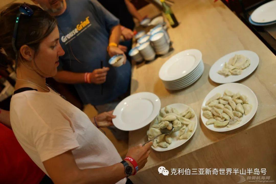 中国饺子征服外国胃!看克利伯船员包饺子w14.jpg
