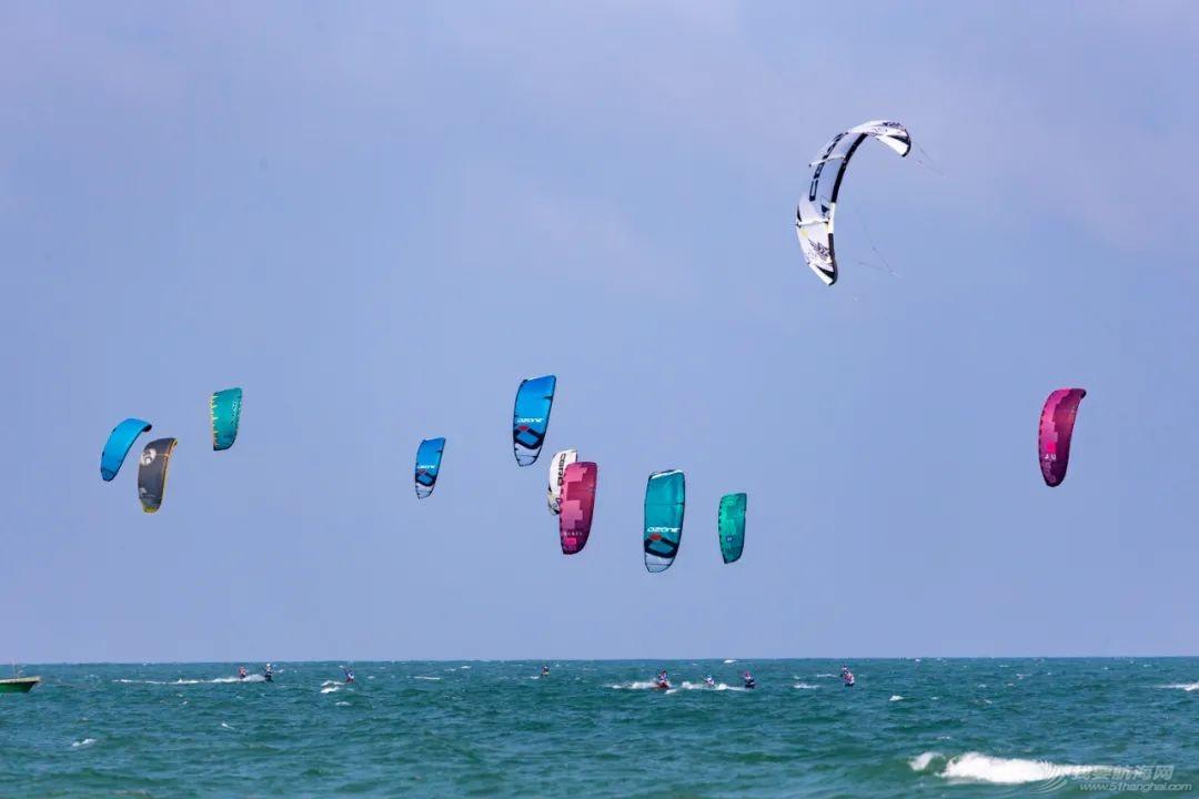 中国体育彩票2021年全国风筝板冠军赛开赛 百余名选手逐浪博鳌w7.jpg