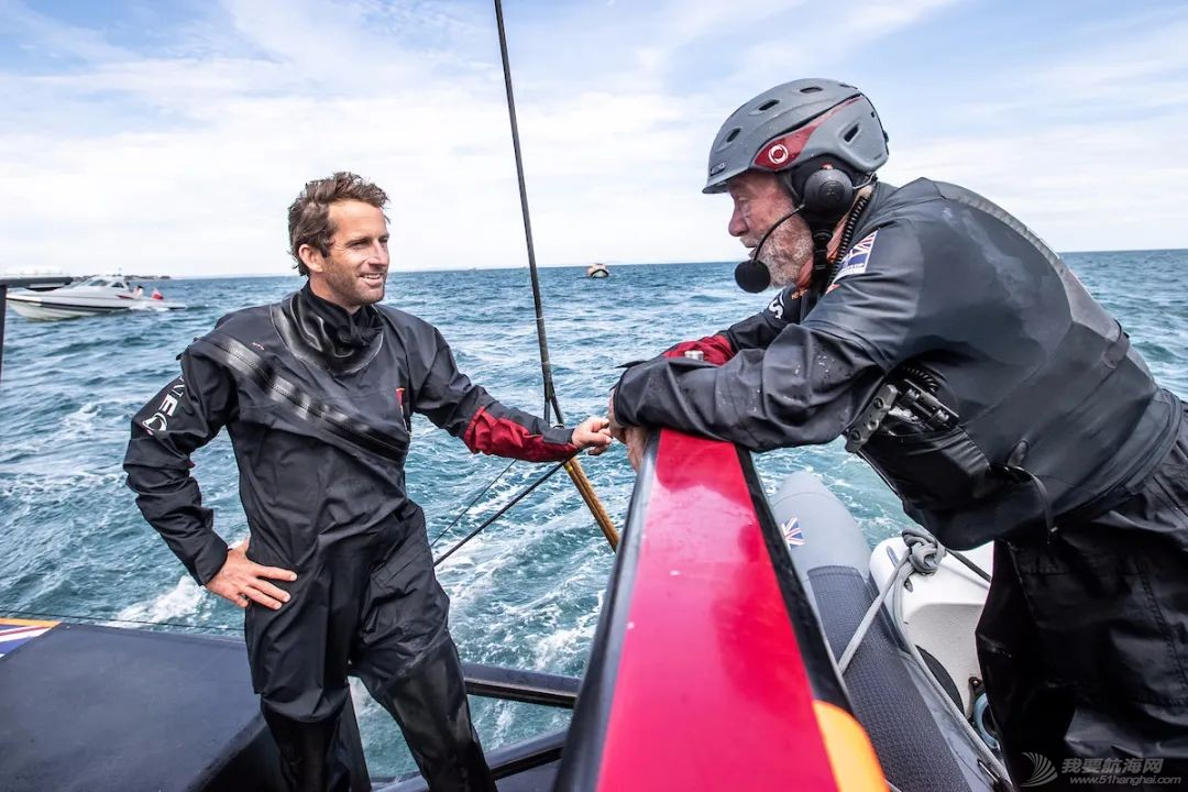 视频:罗宾爵士试乘'不列颠尼亚'、体验水上飞行w3.jpg
