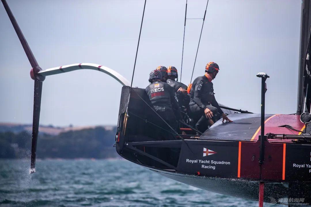 视频:罗宾爵士试乘'不列颠尼亚'、体验水上飞行w4.jpg