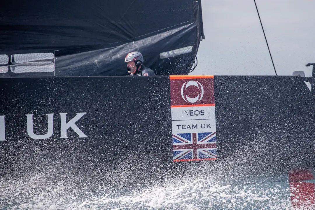 视频:罗宾爵士试乘'不列颠尼亚'、体验水上飞行w6.jpg