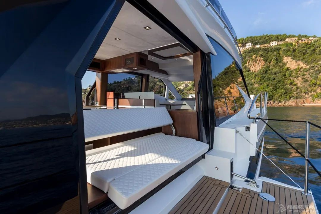 """风靡游艇市场的""""海上变形金刚""""硬顶遮阳棚款即将到货w3.jpg"""