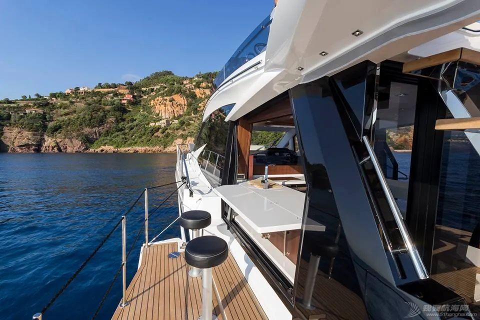 """风靡游艇市场的""""海上变形金刚""""硬顶遮阳棚款即将到货w4.jpg"""