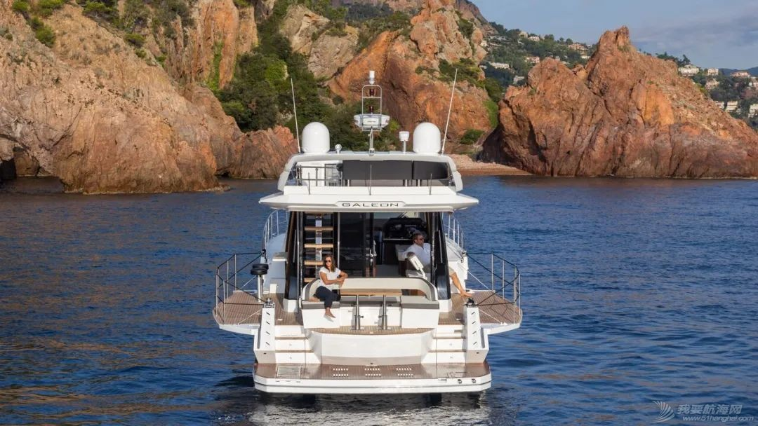 """风靡游艇市场的""""海上变形金刚""""硬顶遮阳棚款即将到货w6.jpg"""