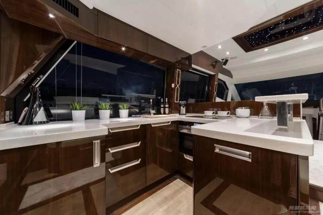 """风靡游艇市场的""""海上变形金刚""""硬顶遮阳棚款即将到货w11.jpg"""